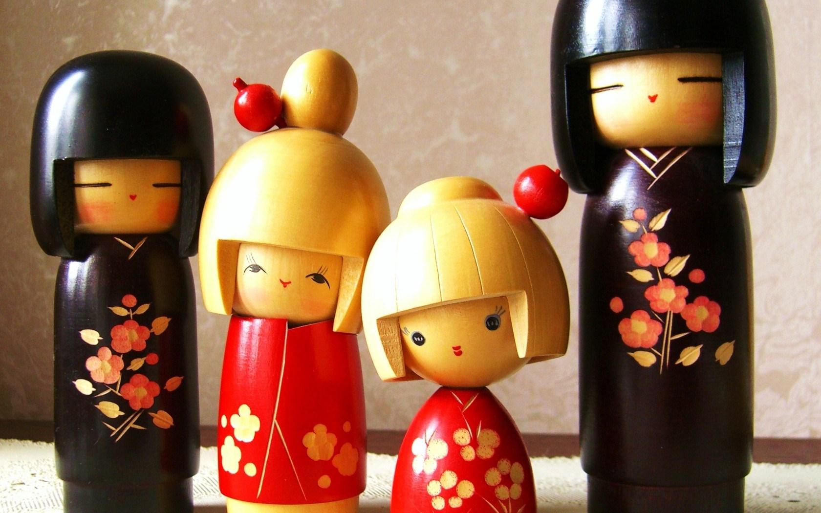 6910956-kokeshi-dolls